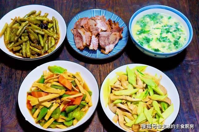 晒晒一家三口的晚餐,简单家常菜,食材巧搭配,好吃经济又营养