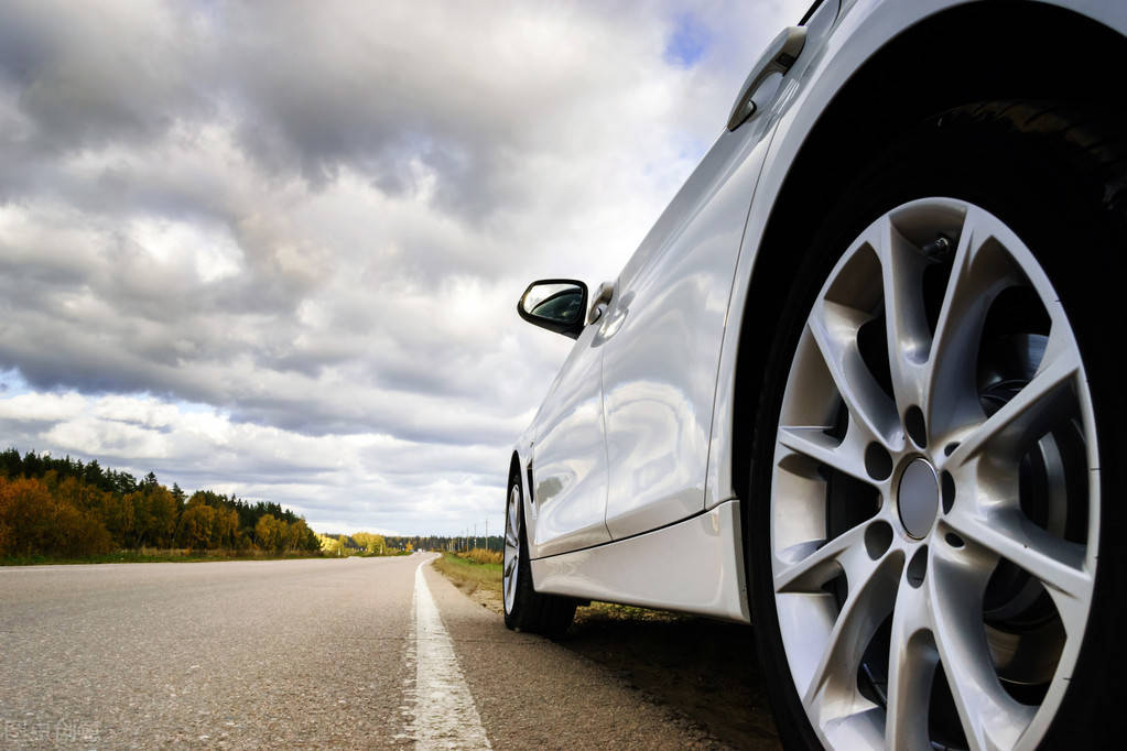 原厂合资紧凑型车降价3万,起步价不到8万。你也买大众朗逸吉利帝豪