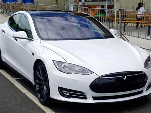 特斯拉与比亚迪同为新能源汽车,差距太大!比亚迪不愧为国产车
