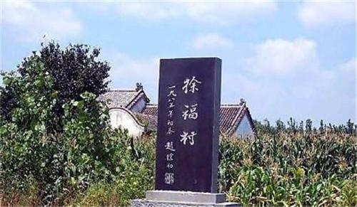 日军进村扫荡,无意看见一座碑,恭敬磕了个响头后立马撤退
