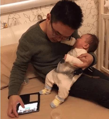 """小婴儿几个月能认出妈?""""偷偷""""做了三项努力,为了认妈很暖心"""