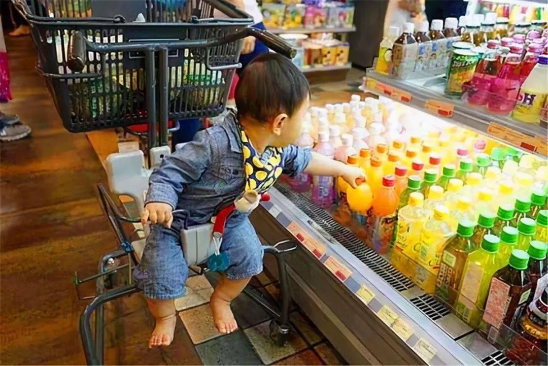 孩子都爱喝饮料,但有两种饮料已经被列入黑名单了,你可能还在买