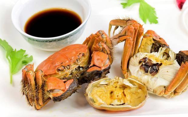 """孕妇吃螃蟹会流产?来看看真相,孕期真正""""危险食物""""是这3种"""