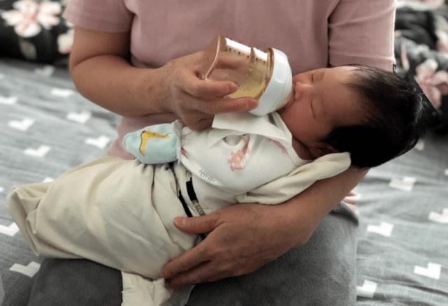 月子里的宝宝奶水不够吃?了解母乳分泌原理,科学追奶多到吃不完