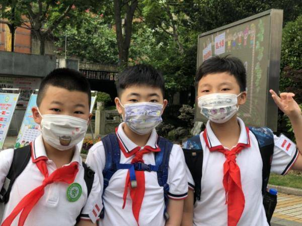 """小学生返校开学!戴上""""心情口罩""""化身移动表情包,孩子们说"""