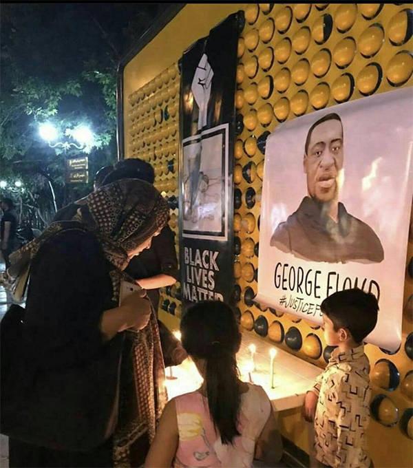 伊朗民众为遇害美非裔男子哀悼,前总统内贾德发推谴责美政府