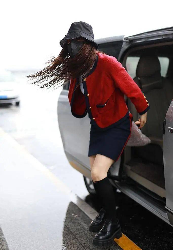 影视日报 《青你2》合作品否认提前剧透刘雨昕第一;欧阳妮妮影片被盗用 维权无门发文:很过分;何超莲发文悼念父亲:我想念你;