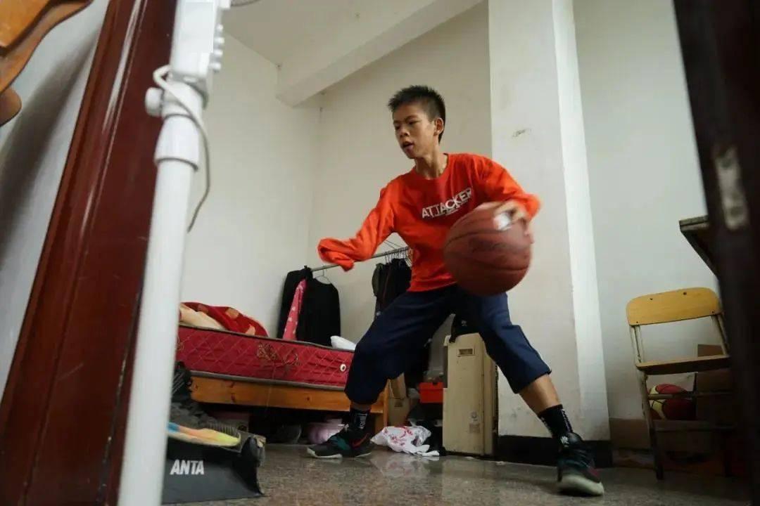 """篮球少年张家城:不喜欢""""独臂""""那两个字"""