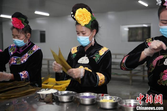 """贵州台江五彩粽""""包""""出幸福生活来"""