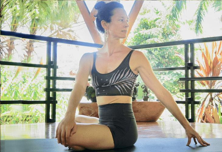 常练这8个瑜伽体式,灵活脊柱,让身体年轻10岁! 初级健身 第6张