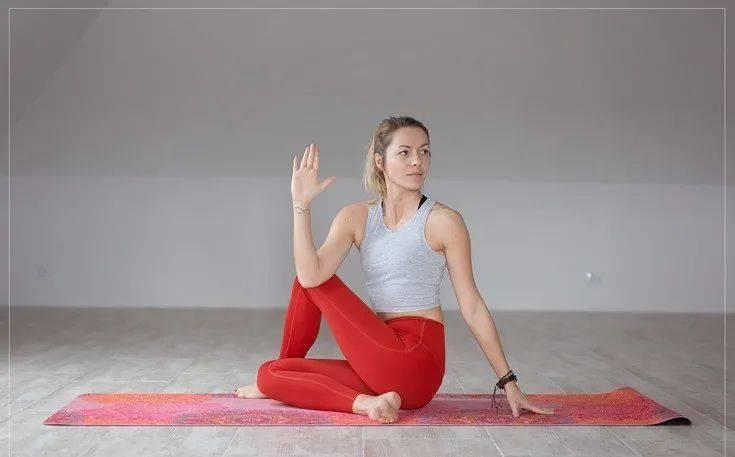 缓解腰背疼痛,初学者先做这10个简单的瑜伽动作就够了!_手臂 高级健身 第9张