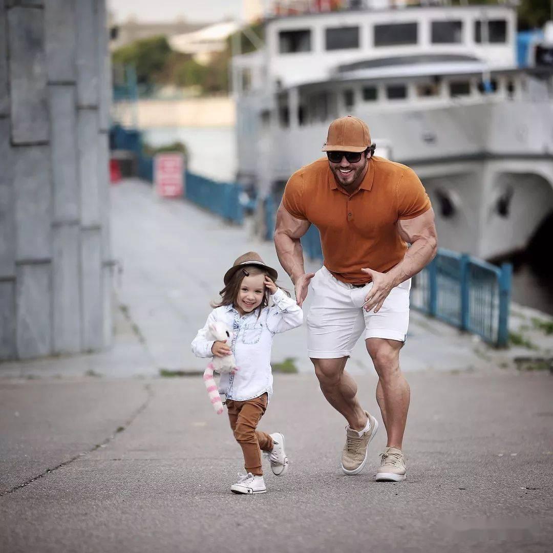 55cm臂围的肌肉硬汉,看了他的奶爸日常,我都想生娃了 初级健身 第30张