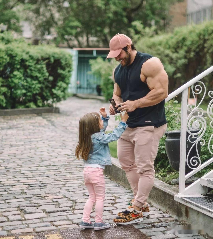 55cm臂围的肌肉硬汉,看了他的奶爸日常,我都想生娃了 初级健身 第32张