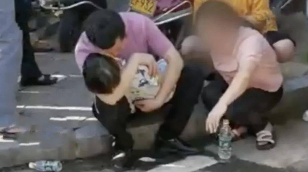 ?痛心!又一男童被锁车内身亡,仅4岁