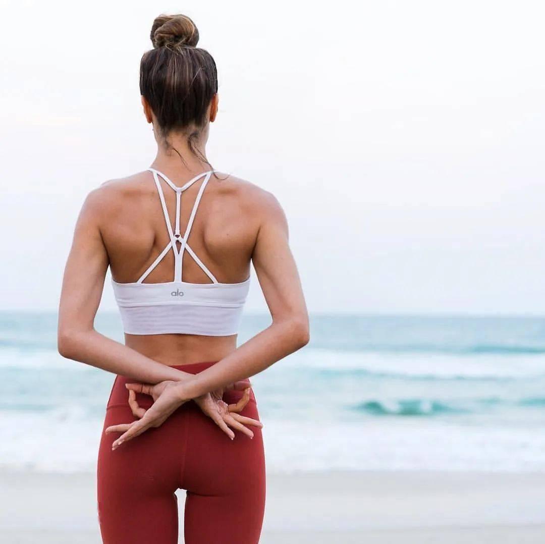 瑜伽开肩&加强肩部力量,2套动作帮你一次搞定!_双手 高级健身 第1张