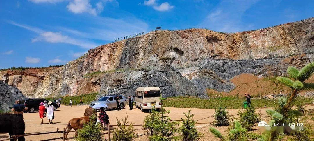 吉林省新增一处网红打卡地,矿坑改造,号称小天池,老百姓捧红,目