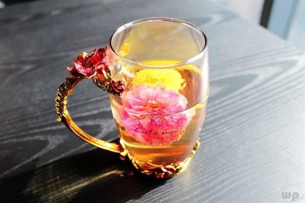 喜欢喝玫瑰花茶的女性,4个好处将会是你的,但有3类人,最好远离
