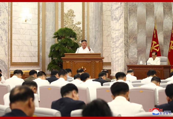 朝鲜举行政治局扩大会议讨论新冠肺炎防疫工作,金正恩出席