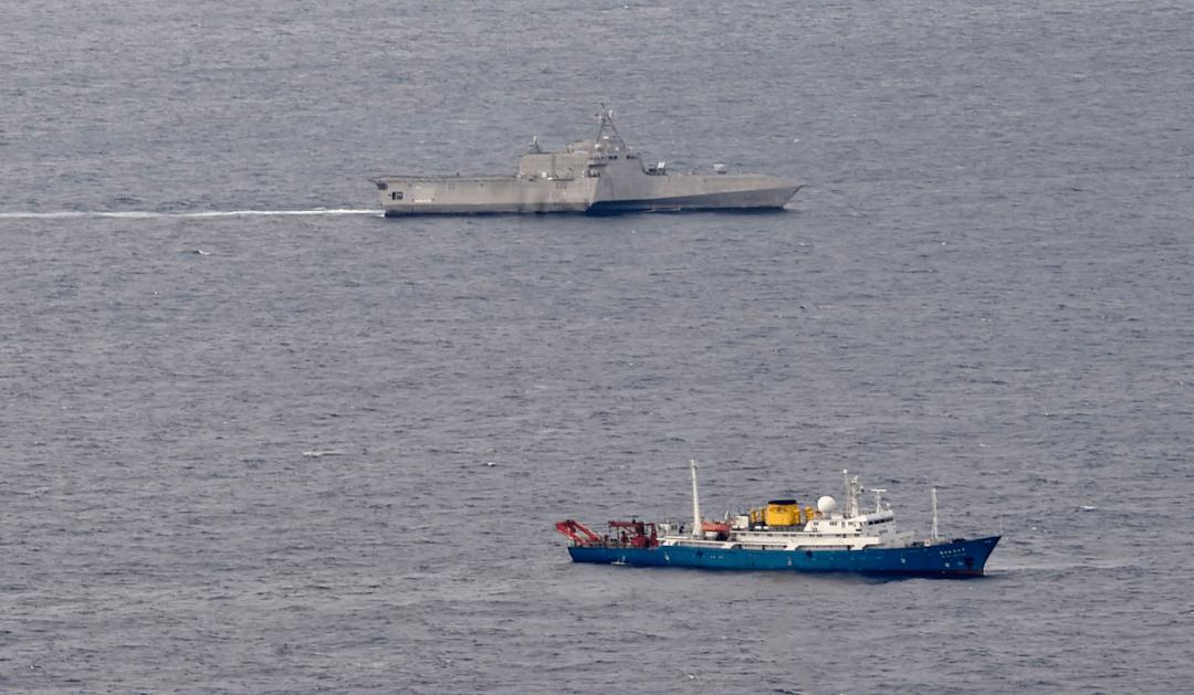 美舰南海抵近中国科考船,之后这个身影出现就放心了!