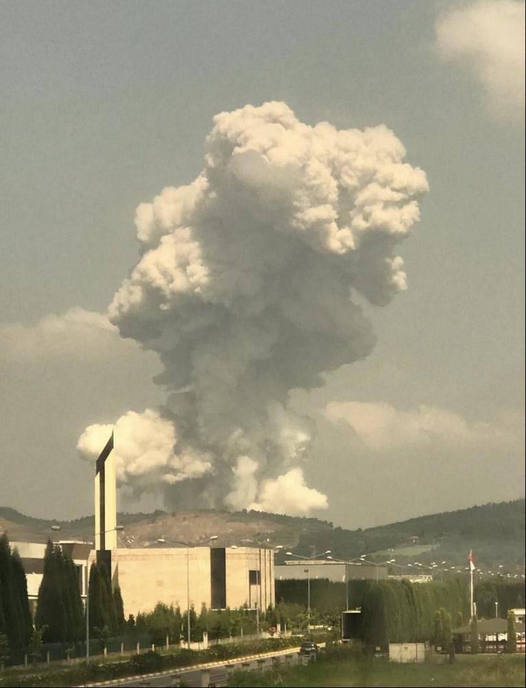 土耳其萨卡里亚一烟花爆竹厂发生爆炸,近200名员工被困