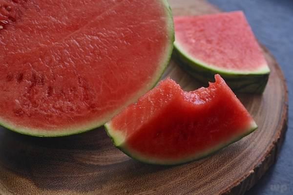 生活小常识!西瓜子能吃吗?榨西瓜汁要去籽吗?其实西瓜全身是宝