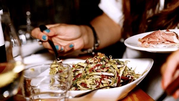 【健康科普】吃饭太快,5大危害让你离疾病越来越近!