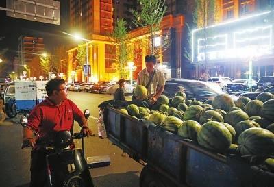 """郑州瓜农该去哪里卖瓜?城管部门表示不鼓励瓜农进城,""""只劝离不处罚"""""""