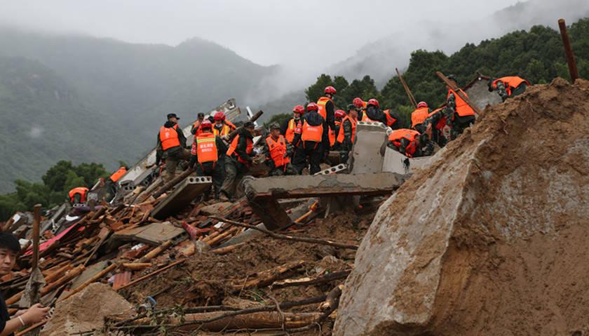 湖北省黄梅县有9人被埋在滑坡中,只有一人幸存| 9人被埋在黄梅滑坡中