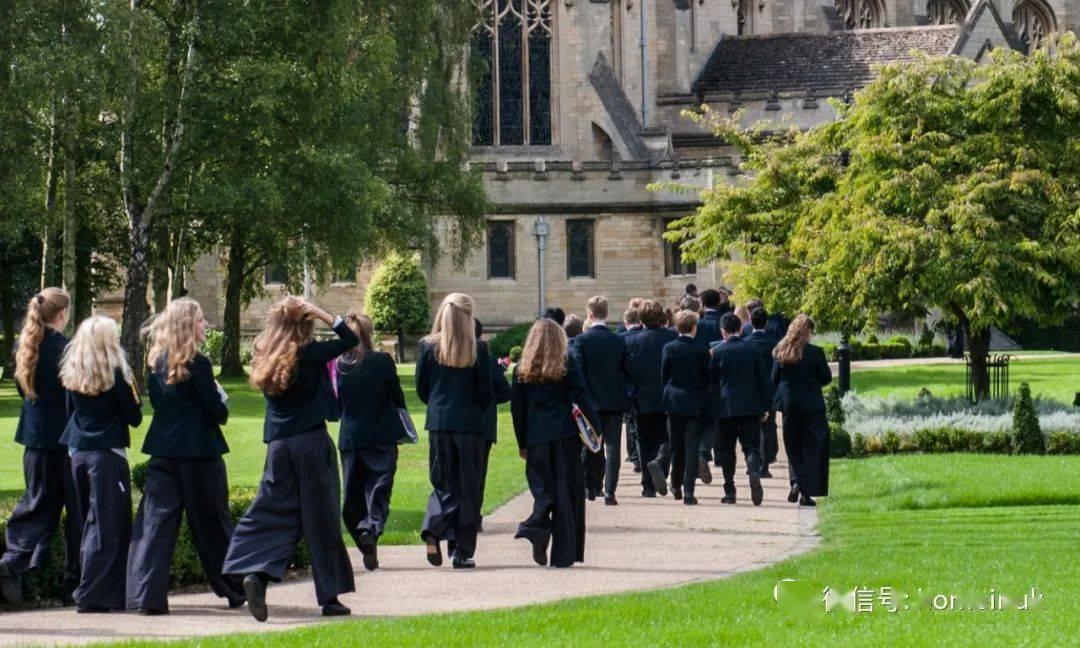 美国将遣返境内留学生,申请英国顶尖私校的学生只增不减
