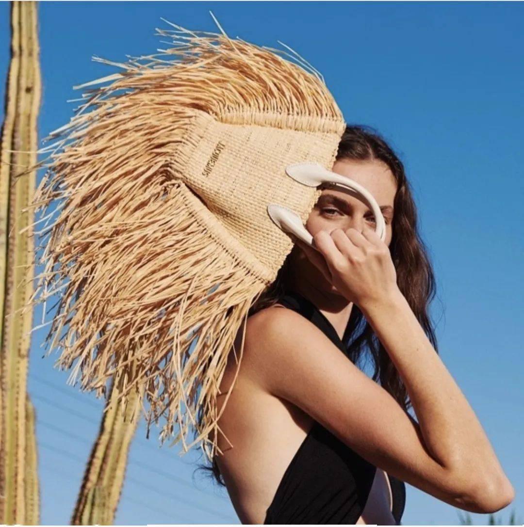 打造夏日法式风格 包包一定要是草编的