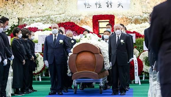 何鸿燊在香港大殓出殡,董建华、何厚铧等人扶灵