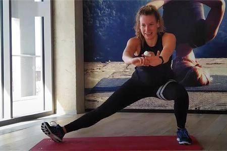为了能瘦,女生尝试健身锻炼,看12周后她的身材转变