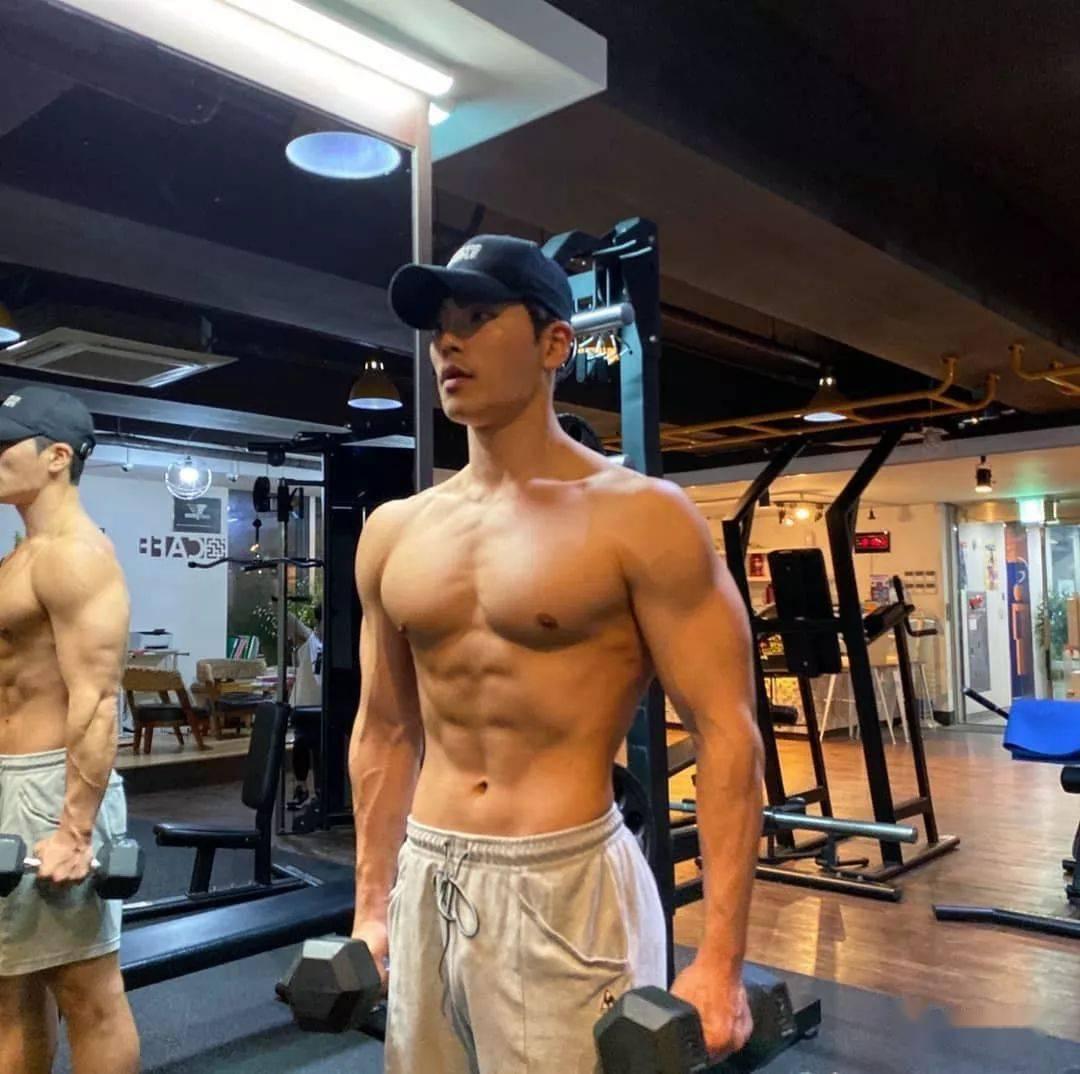 7个基础囚徒健身动作练全身,你能做完吗?