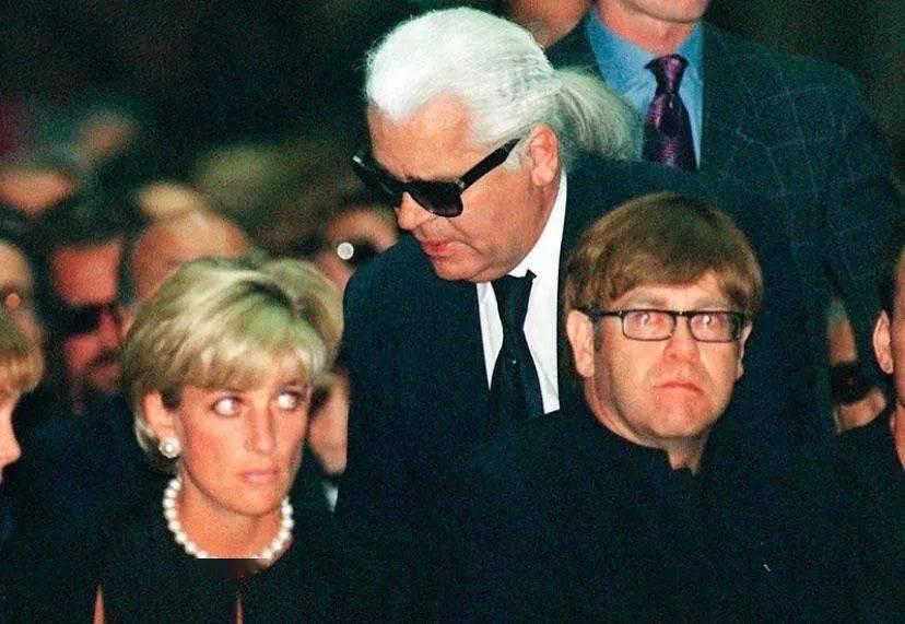 1997年戴安娜, 卡尔拉格斐,艾尔顿约翰在追悼会上