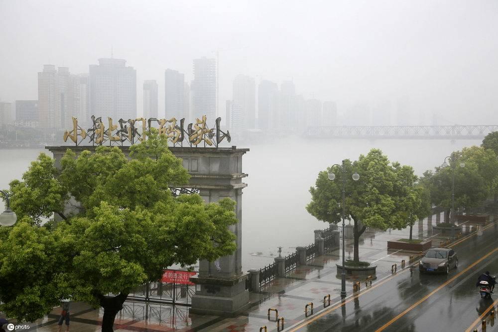 黑龙江台风湖北襄阳暴雨初歇汉江薄雾