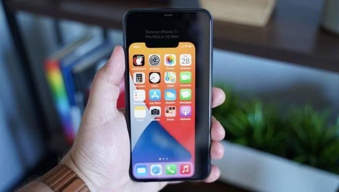 文学吧5.4 英寸苹果 iPhone 12 屏幕机身有多