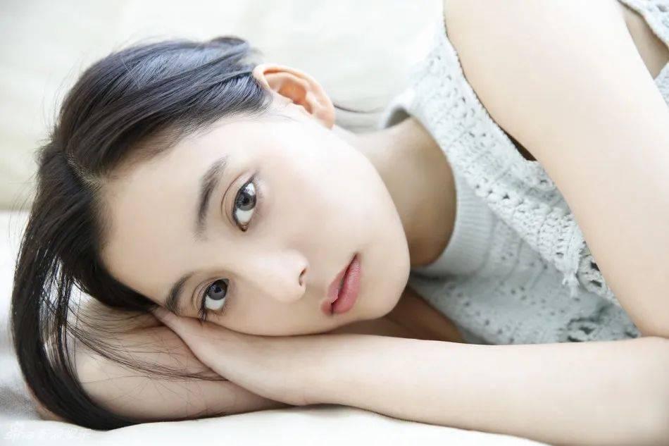 """她竟然凭美貌打败石原里美,成为""""日本第一神颜"""",一张ins私照暴露了她的美丽秘籍~"""