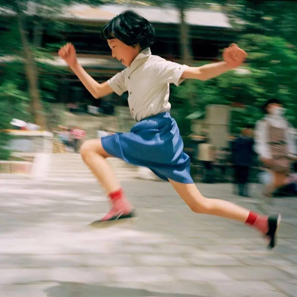 37年前,一位日本摄影师用8000张照片,为中国小朋友留下真实的童年!
