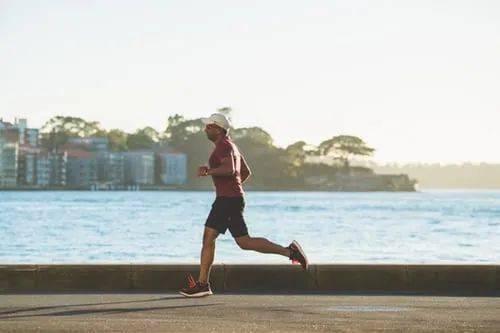 跑步后立即冲凉吹空调,杭州男子突发脑梗死,夏季运动需警惕