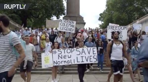 死亡病例居欧洲之首 英国人却上街游行反对戴口罩