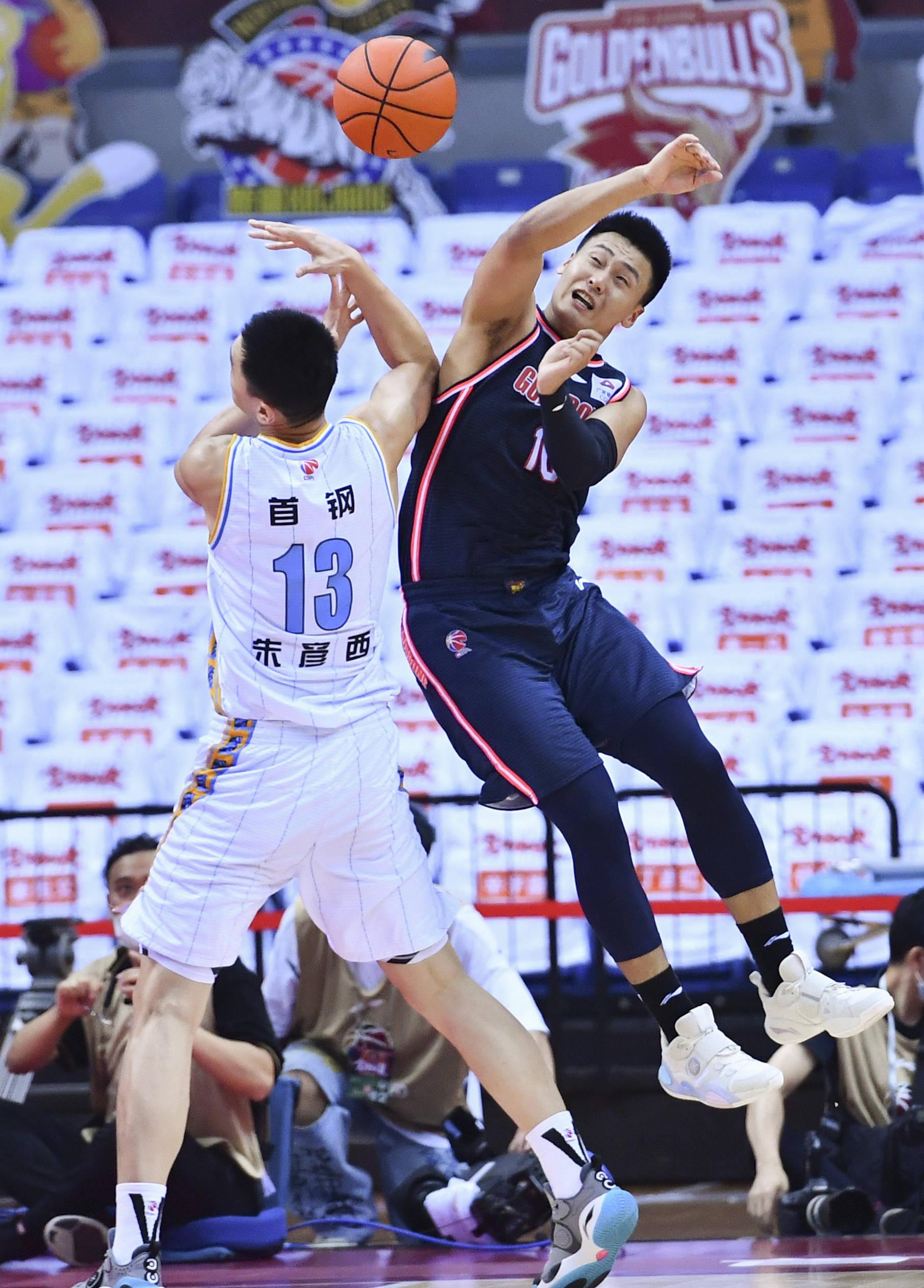 篮球——CBA联赛半决赛:北京首钢队战胜广东东莞银行队