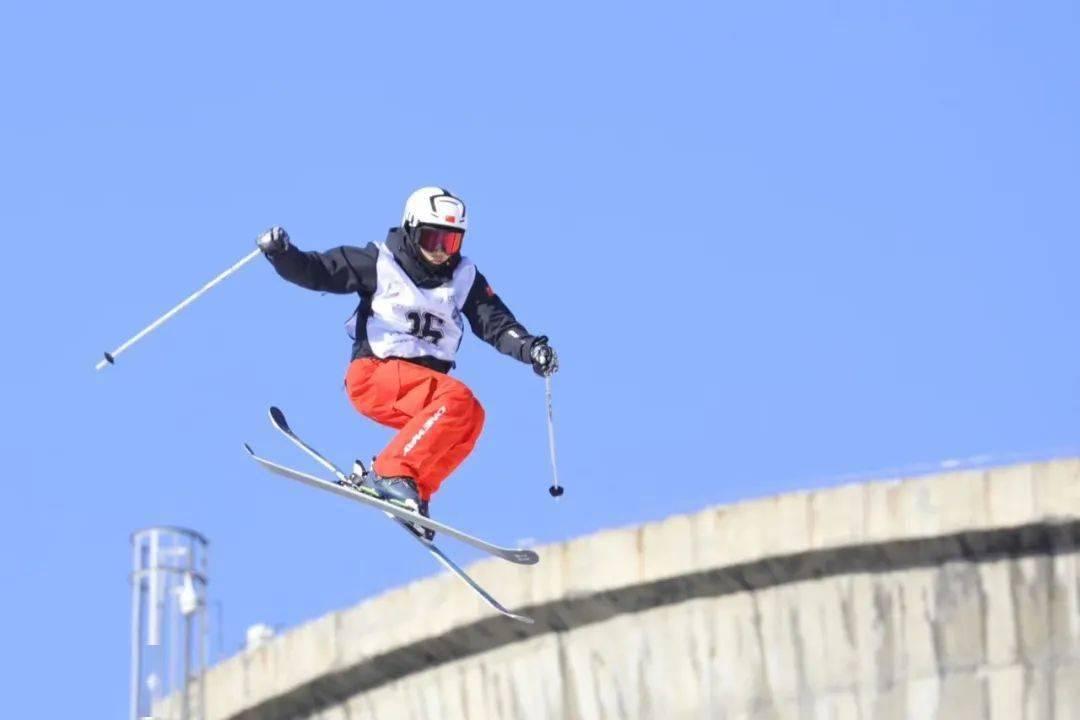 《冰雪知识微课堂》张怡然:自由式滑雪大跳台的规则和特点