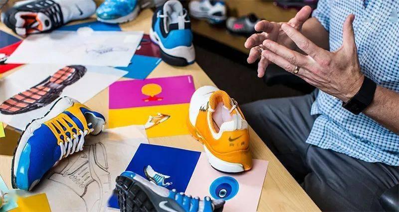 勒布朗送少年「特殊球鞋」,设计师道出真相,让人超感动!插图(2)