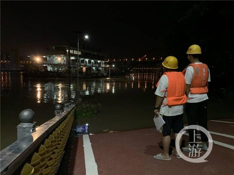 保卫重庆城丨守护平安 两个90后长江边的不眠之夜