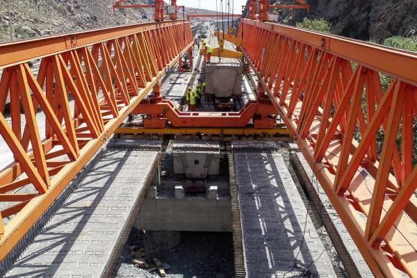 葫芦沟特大桥架设完成 G575线南山口至东天山隧道出口段贯通!
