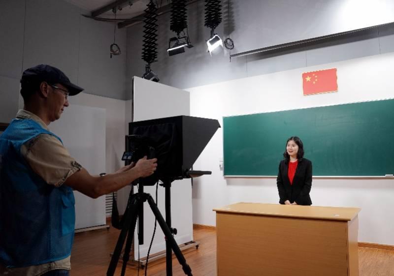 教育部:今年将督促各省出台中小学教师