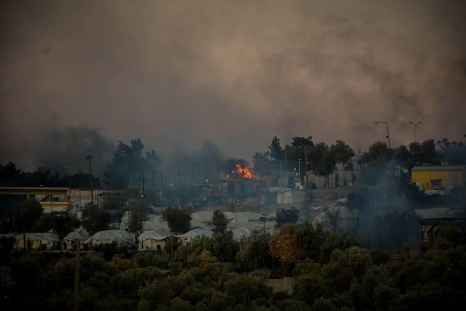 希腊最灾难性私火:数千人睡在路边德法