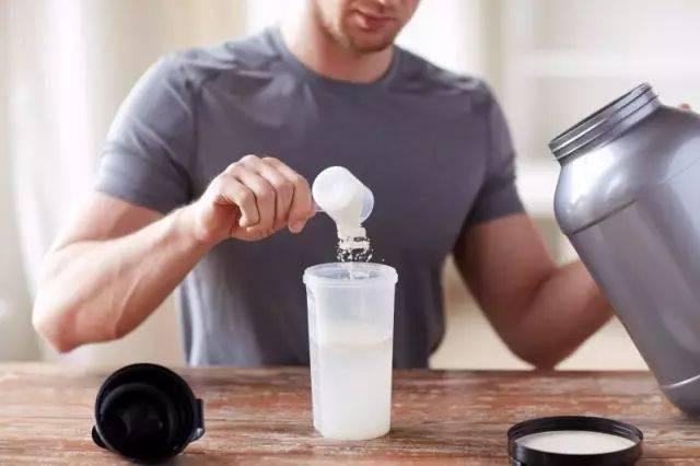 睡前摄入蛋白质:究竟是好还是坏?