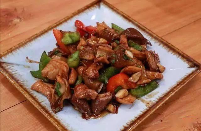 家常菜:爆炒肚片,回锅肉,凉拌花生米
