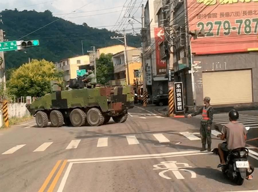 """台湾""""云豹""""装甲车转不过弯 也是大陆的锅?"""
